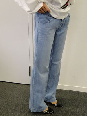 エアデニのパンツの美しいライン