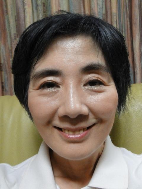 洗顔前の化粧した顔