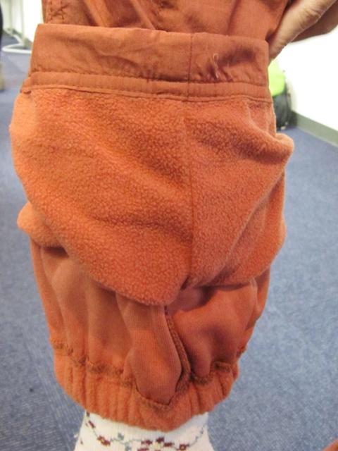 【ベルメゾン】裏フリースパンツの裾は二重構造で内側にゴム